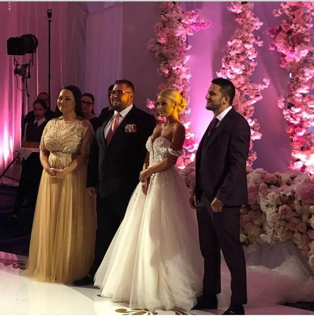 Сватбата на Гущеров- син и Светлана Василева – пълен КИЧ! Гущеров- старши не се появи! Златка Райкова стана за СМЯХ в безумен тоалет! СНИМКИ: